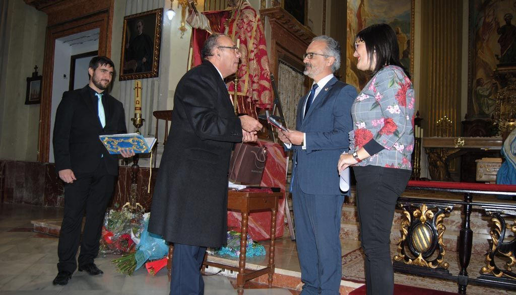 Caravaca recibe el nombramiento de 'Fiel Contraste de Honor' de la Asociación Universitaria de San Eloy
