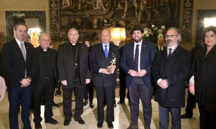 Fernando López Miras encabeza la delegación murciana que se reúne con el embajador de España ante la Santa Sede