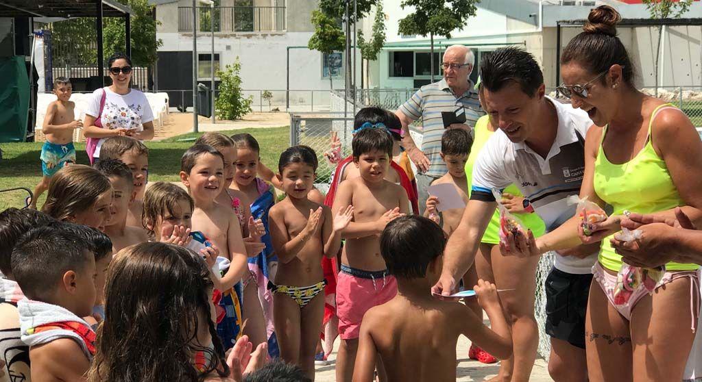 Más de 450 personas participan este verano en la campaña 'Aprende a Nadar' de la Concejalía de Deportes de Caravaca
