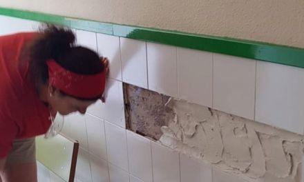 Se están realizando actuaciones de acondicionamiento del colegio de Pliego para tenerlo a punto en el inicio del curso