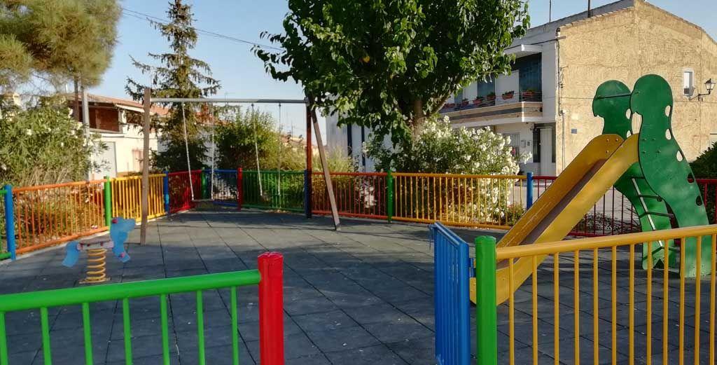 El Ayuntamiento de Cehegín pinta la primera planta del Conde de Campillos a través del Programa de Empleo Público Local