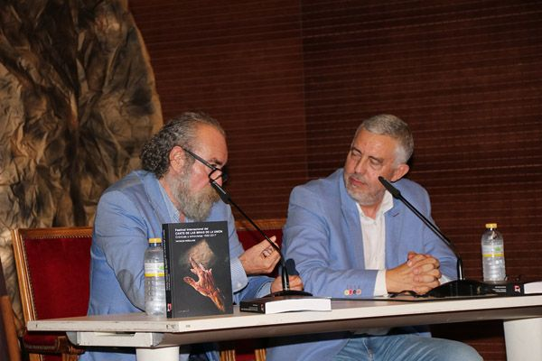 El periodista Patricio Peñalver presenta sus crónicas