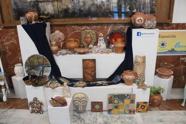 El Jardinico expone un centenar de obras en la Casa de la Cultura