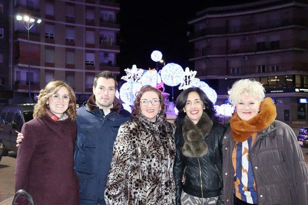 El alcalde inaugura el Mercadillo Navideño y la iluminación del Alpargatero
