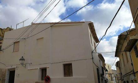 Mejoran una fachada frente al Convento de La Encarnación de Mula