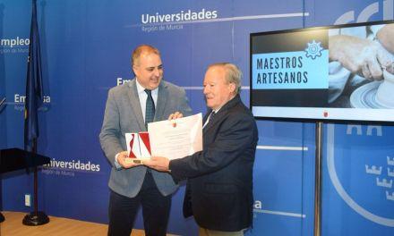 Antonio Alemán recibe la Carta de Maestro Artesano Honorífico de la Comunidad Autónoma