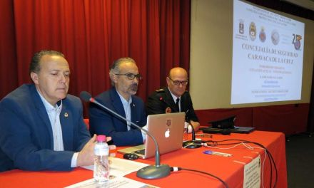 Unas 150 personas de los Cuerpos de Seguridad y servicios de Emergencia participan en la jornada técnica sobre terrorismo impartida por José María Gil