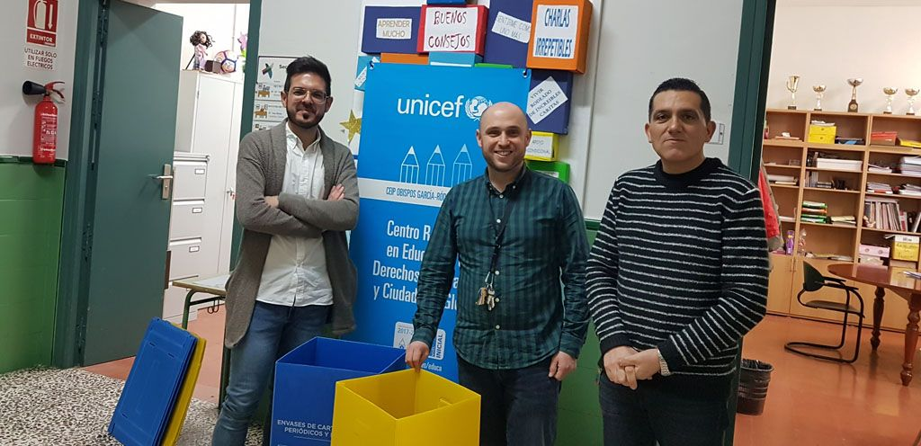 Más papeleras para reciclar envases y cartón en los colegios de Bullas