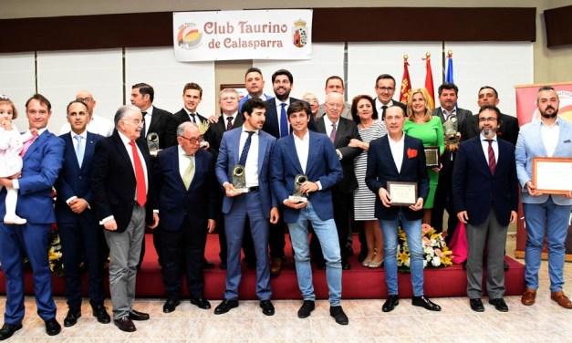 Más de doscientos aficionados acuden a la entrega de premios del Club Taurino Calasparra