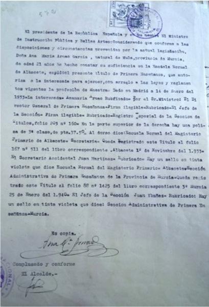 Copia del título de Maestra de Primera Enseñanza de doña Ana María Arnao García. 14 de enero de 1933 .
