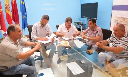 El Ayuntamiento de Caravaca y la Federación Española de Colombicultura firman un convenio para promocionar la práctica de esta actividad deportiva y cultural