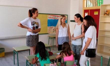 La Directora General de la Mujer e Igualdad de Oportunidades de la Región de Murcia visita la Escuela de Verano de Cehegín
