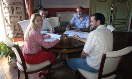 La alcaldesa de Cehegín firma convenios de colabortación con Betania y Asociación de Pensionistas