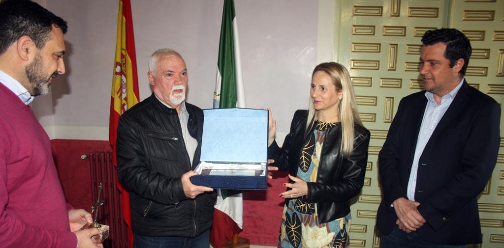 La alcaldesa recibe a Cristóbal Robles Jaén, el primer alcalde elegido democráticamente en Cehegín