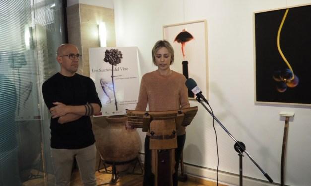 La viticultura y sus elementos en la exposición fotográfica de Juan Miguel Ortuño