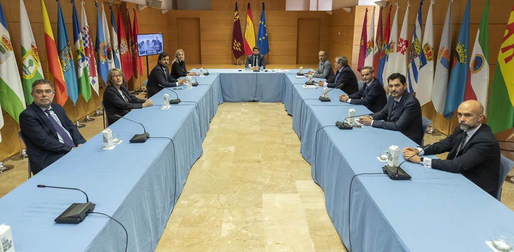 """López Miras: """"La Estrategia de Reactivación, basada en las indicaciones de los expertos, será la puerta al crecimiento de la Región"""""""