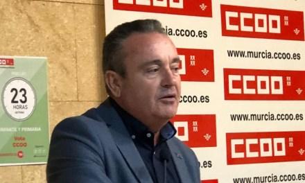Santiago Navarro, secretario general de CCOO en la región: «La Comunidad Autónoma se ha visto desbordada por esta crisis»