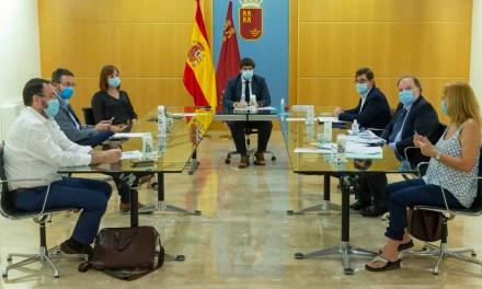 """López Miras pide extremar la precaución y alerta de que """"hemos ganado terreno a la epidemia pero si regresa, nos hunde"""""""