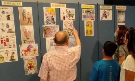 La Casa de Cultura de Caravaca acoge la exposición de trabajos del concurso de dibujo 'Fiestas de la Cruz, este año las vivimos con el corazón'