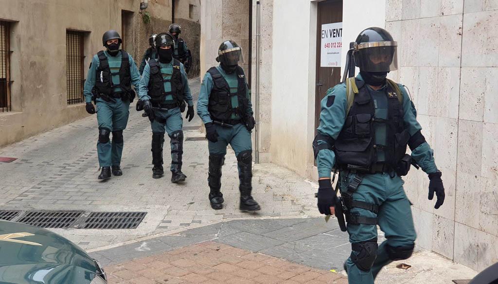 Una operación en materia de seguridad ciudadana interviene en tres viviendas ocupadas de Caravaca, procediendo a la detención de tres personas como presuntos autores de una oleada de robos y tenencia de estupefacientes