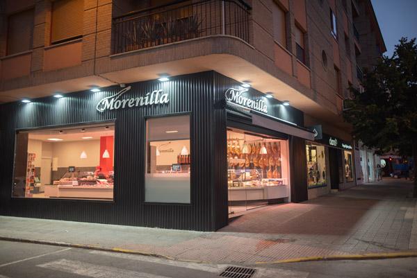 Se encuentra en la Carretera de Granada