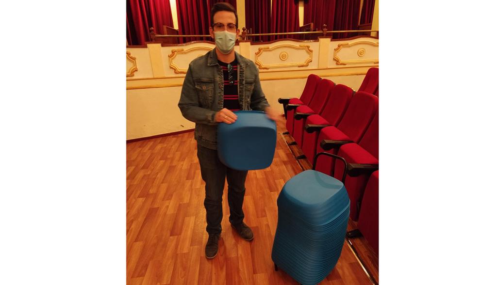 Alzadores infantiles para las butacas del cine del teatro Lope de Vega