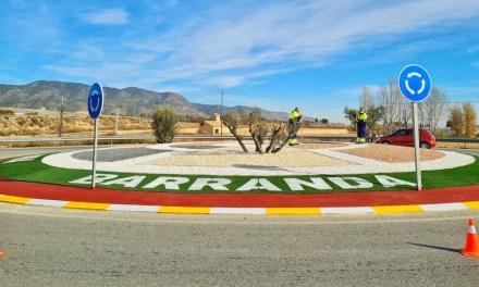Las siete rotondas de acceso a las pedanías de Caravaca mejoran su imagen con un programa de empleo público dirigido por el Ayuntamiento