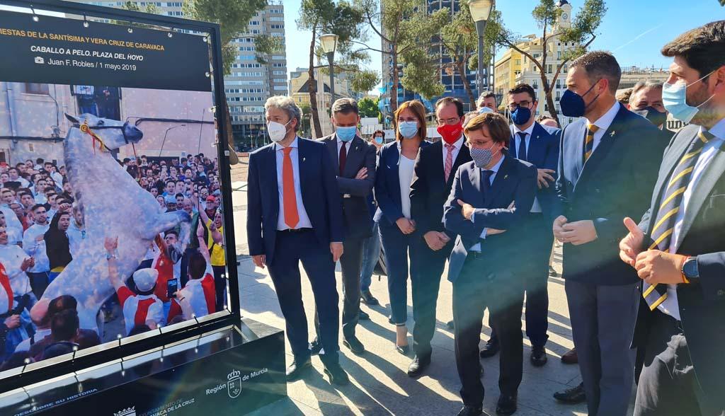 La exposición de las Fiestas de la Vera Cruz de Caravaca llega a la Plaza de Colón de la capital española durante los próximos diez días