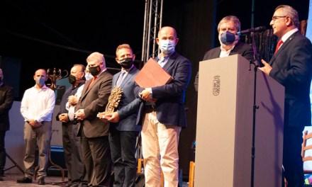 Lo Ferro premia al Cante de las Minas por su labor de apoyo y difusión internacional del flamenco