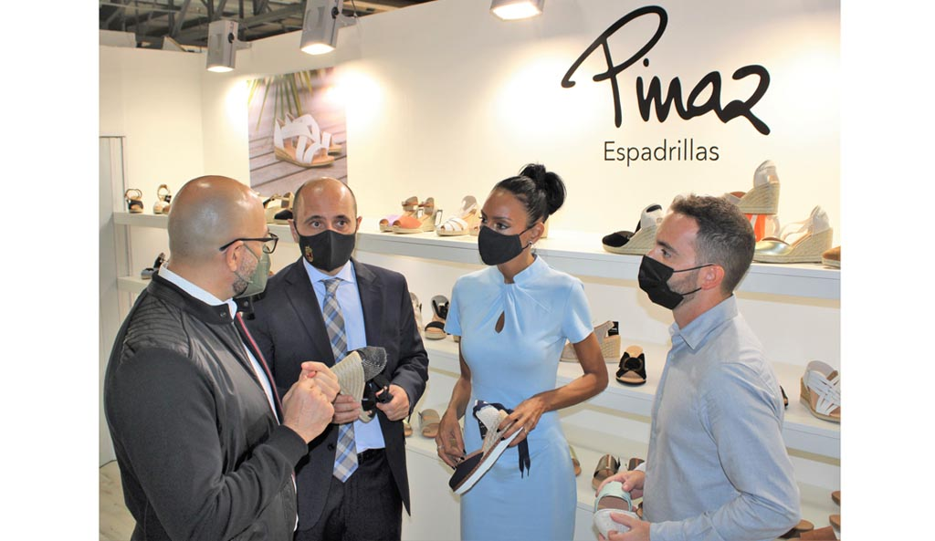 El Gobierno regional y Calzia trabajan en el desarrollo del primer plan sectorial del calzado para incrementar la competitividad del sector
