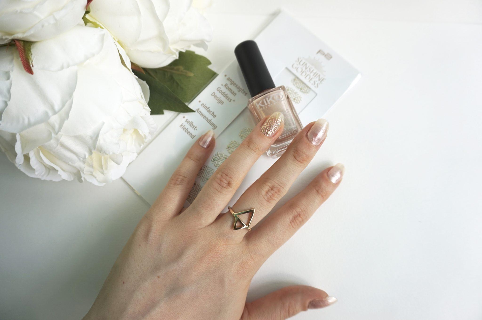 Gold Lines nail art