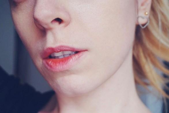 Rouge à lèvres coquillage porté