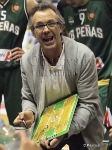 Quin Costa dirigiendo al Peñas / Foto: C.Pascual