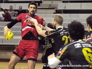Agustin casado con la camiseta del BM Huesca la temporada 2014-15 / Foto: C.Pascual