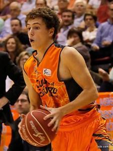 Pablo Pérez en un partido con el Valencia Basket / Foto: acb.com