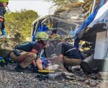 Tren impacta camión de pasajeros en El Marqués