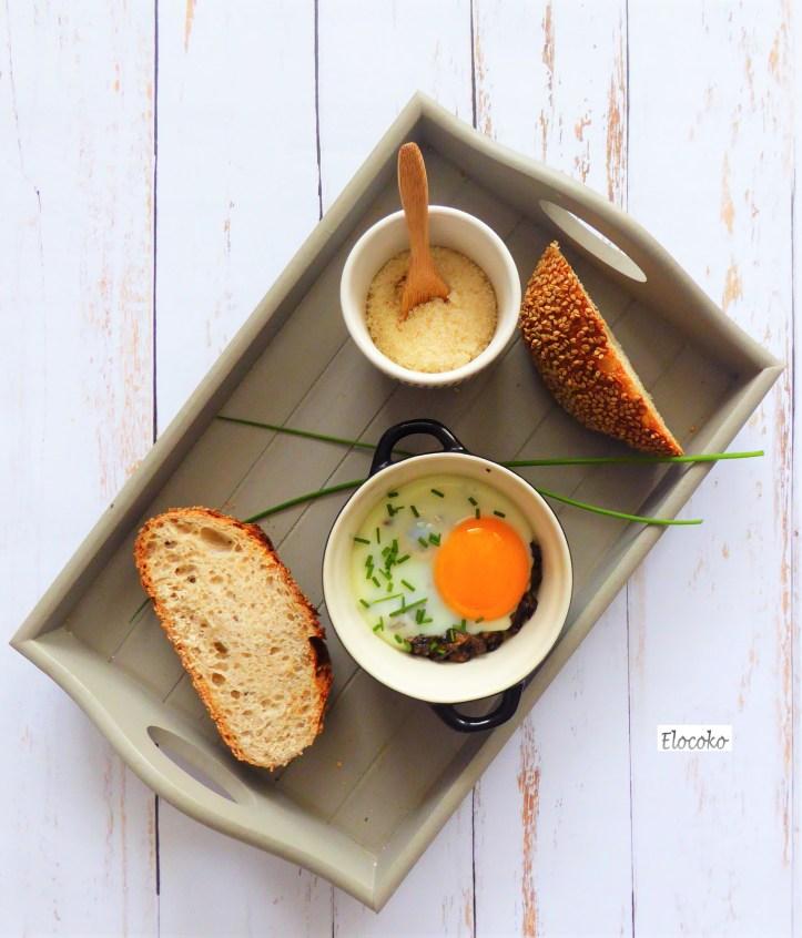 oeufs cocotte, duxelle de champignons à l'huile de truffe