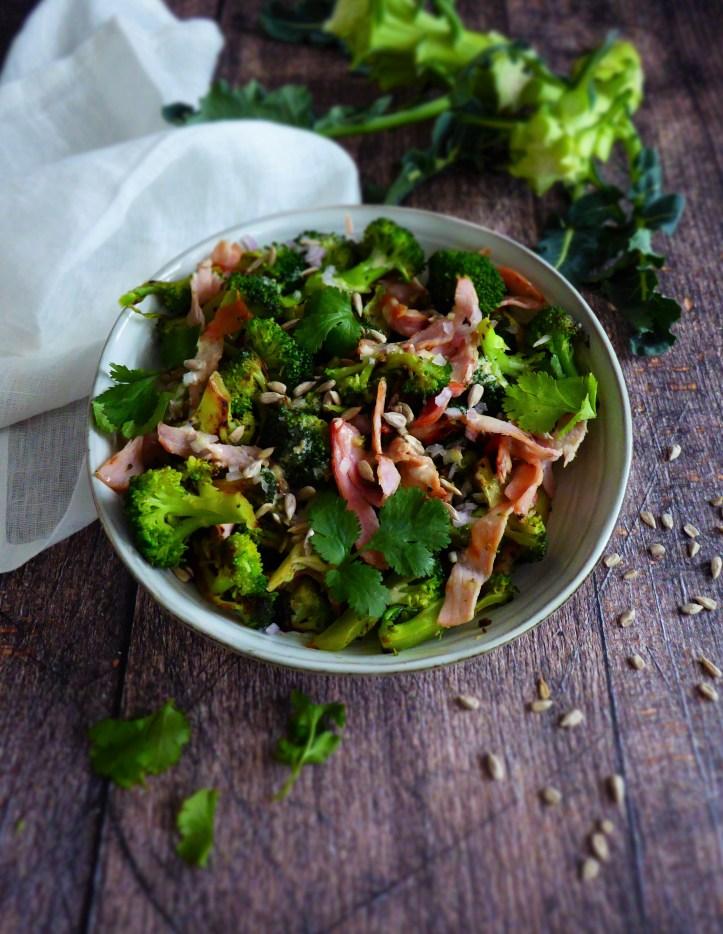 salade brocoli bacon sauce citronnée aux noix de cajou