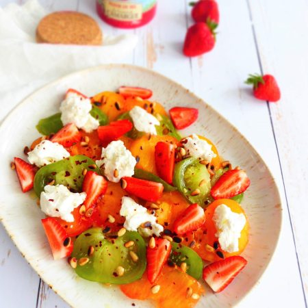 salade de tomates, fraises et chèvre frais
