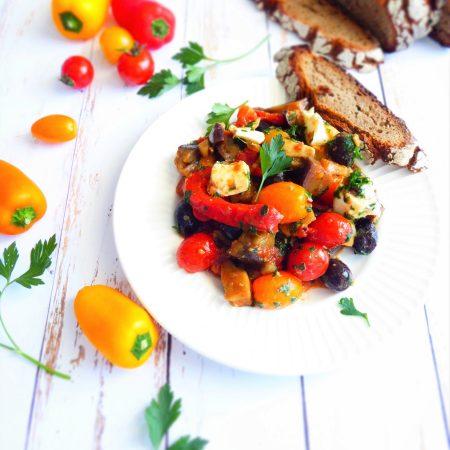 caponata tomates aubergines poivrons olives et mozzarella