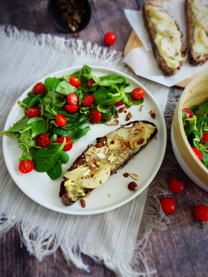 tartines saint félicien, poires et noix