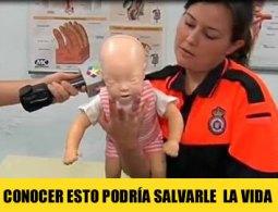 como actuar con un bebe cuando se atraganta
