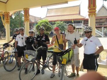 Des policiers Thaï qui ont voulu prendre une photo avec nous...trop sympa!