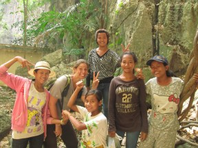 L'équipe de choc qui nous a fait visiter les grottes! Au top les filles!