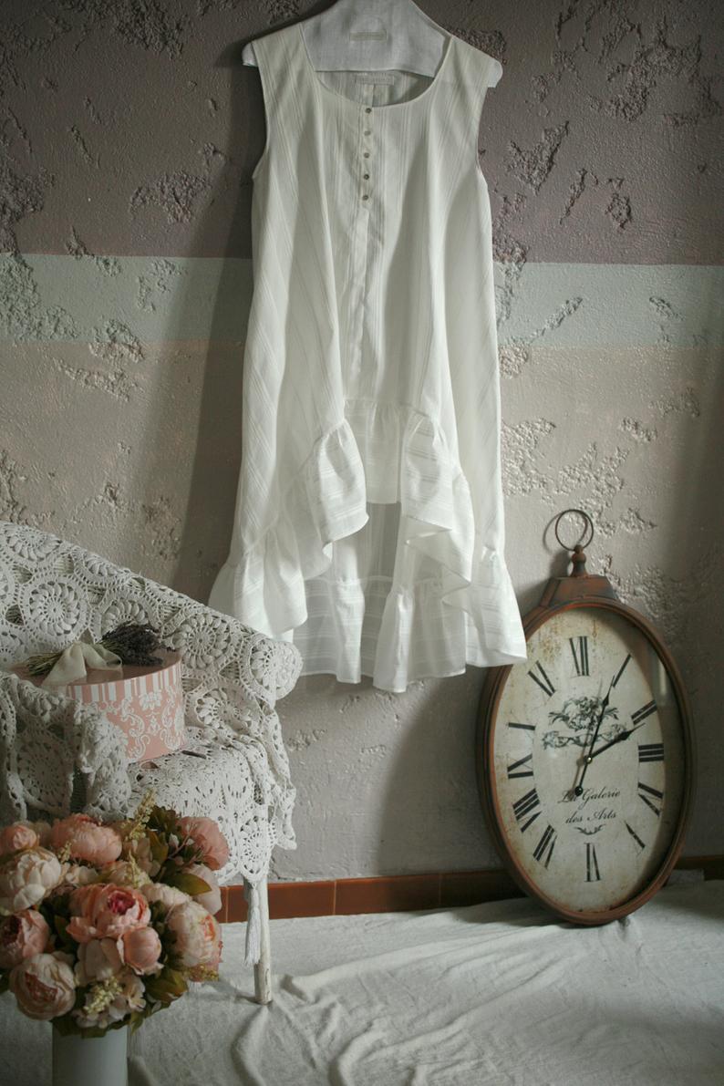 Une robe blanche romantique en lin made in France ! Une parfaite idée de cadeau écologique, en mode éthique et responsable :) #cadeau #noel #fetedespères #fetedesmères #idéecadeau #écologique #écologie #durable #cadeauécolo #artisanat #artisanal #cadeauartisanal #modeéthique #moderesponsable #lin #linnen