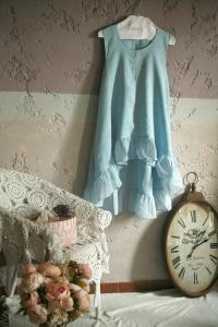 Une robe bleue romantique en lin made in France ! Une parfaite idée de cadeau écologique, en mode éthique et responsable :) #cadeau #noel #fetedespères #fetedesmères #idéecadeau #écologique #écologie #durable #cadeauécolo #artisanat #artisanal #cadeauartisanal #modeéthique #moderesponsable #lin #linnen