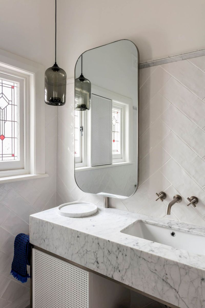 Easy Bathroom Makeover Inspirations with Cheap Decoration and Accessories Part 43
