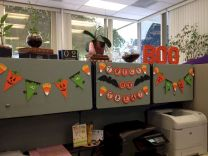 Inspiring Decoration Ideas of Halloween Cubical Office (23)