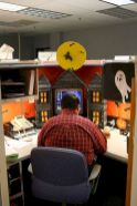 Inspiring Decoration Ideas of Halloween Cubical Office (45)
