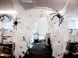 Inspiring Decoration Ideas of Halloween Cubical Office (47)